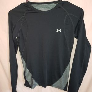 2/15 ☆ Under Armour long sleeve size small ☆